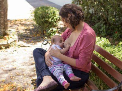 Mãe Amamentando Bebê Aleitamento Materno Amamentação